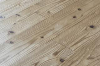 遮燻煙杉を使用した床 写真
